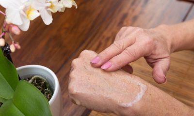 https://www.whitehallofdeerfield.com/wp-content/uploads/2020/11/PHOTO-Shutterstock-WH-Healthy-Skin-CU-ON-FINGERS-RUBBING-CREAM-ON-HAND-400x240.jpg