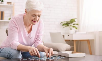 https://www.whitehallofdeerfield.com/wp-content/uploads/2021/03/PHOTO-Shutterstock-WH-2021-BRAIN-HEALTH-Older-woman-doing-a-puzzle-400x240.jpg